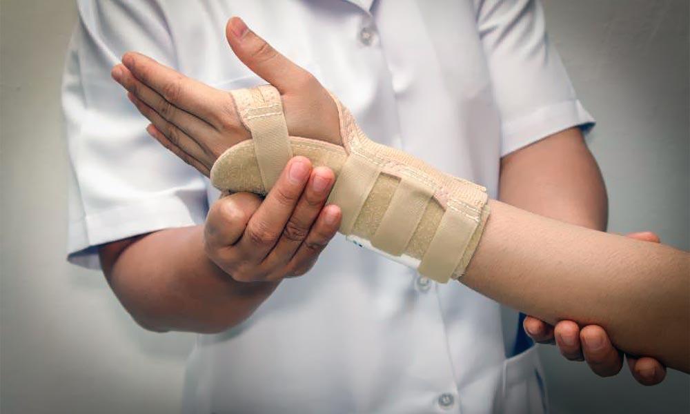 Sinir Yaralanmaları Tedavisi, Ameliyatı ve Sinir Onarımı - Doç. Dr. Burhan Özalp - İstanbul ve Diyarbakır Plastik ve Estetik Cerrahi